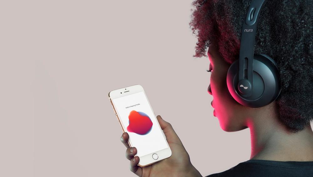 Un iPhone con auriculares