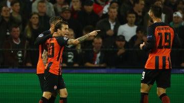 Bernard celebra un gol para el Shakhtar ante el Feyenoord