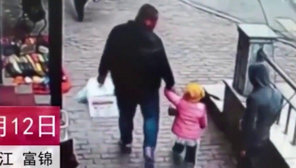 El padre junto a su hija