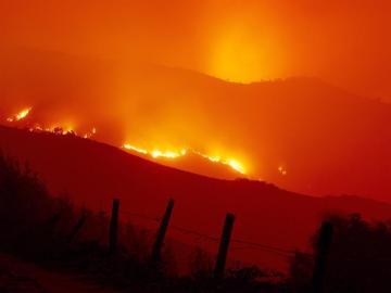 Llamas de uno de los incendios forestales que han afectado estos días a Galicia