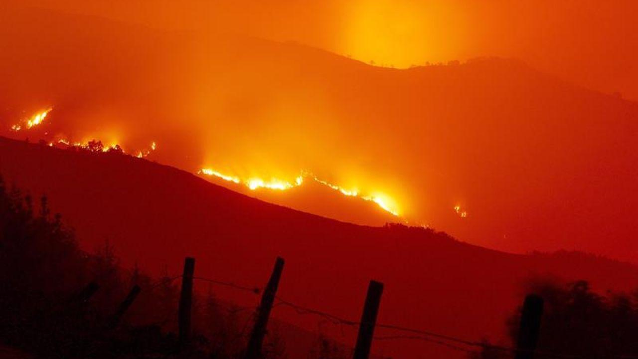 Imagen de archivo de uno de los fuegos que quemó Galicia en 2017