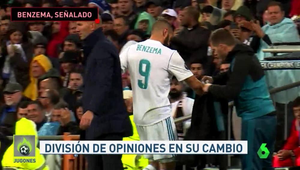 Karim Benzema, al ser sustituido en el partido ante el Tottenham