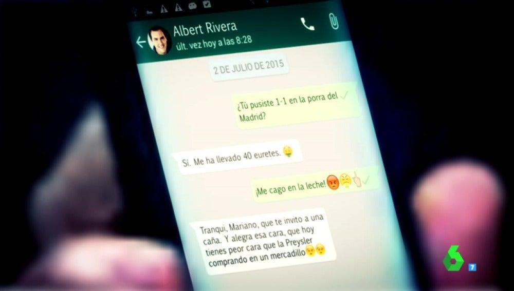 """""""Tranqui, Mariano, que te invito a una caña""""; así fue la """"verdadera"""" conversación por Whatsapp de Rajoy y Rivera en el Congreso"""