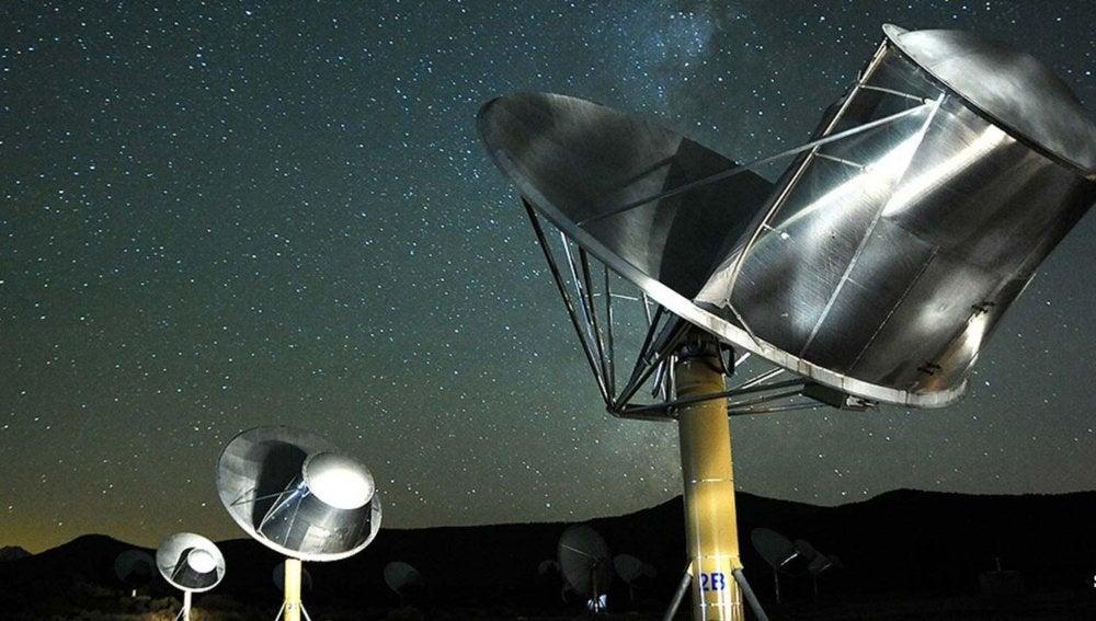 El telescopio Allen usado por el SETI Institute para escuchar señales procedentes de civilizaciones extraterrestres inteligentes