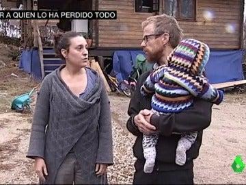 Elena, Harry y uno de sus hijos; lo han perdido todo por los incendios