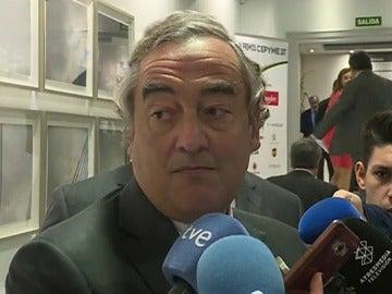 Juan Rosell, presidente de la CEOE habla con los medios
