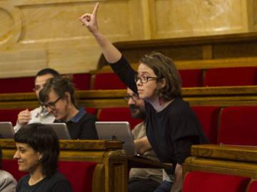 Eulalia Reguant en el pleno del Parlament de Cataluña