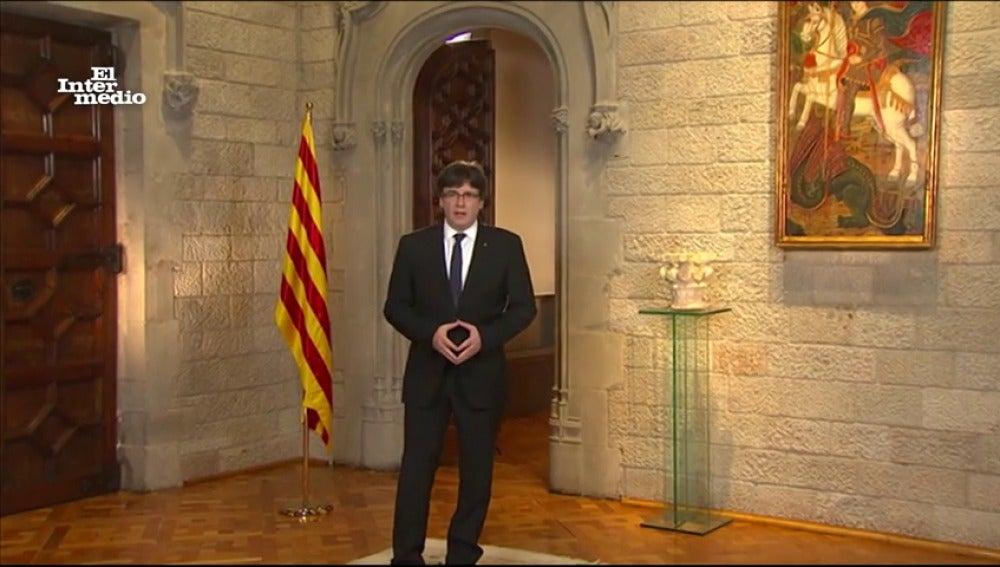 """Carles Puigdemont pide perdón como el rey Juan Carlos: """"Lo siento mucho, me he equivocado y no volverá a ocurrir"""""""