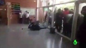 Agresión a un guardia civil durante el 1-O
