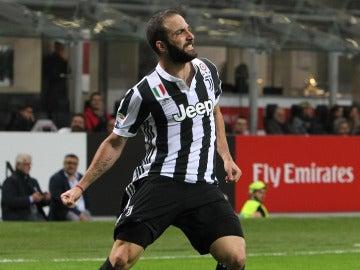 Higuaín celebra uno de sus goles con la Juventus