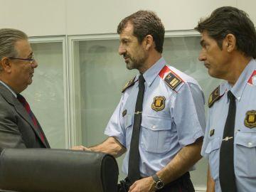 El ministro del Interior, Juan Ignacio Zoido, con el nuevo jefe de los Mossos Ferrán López