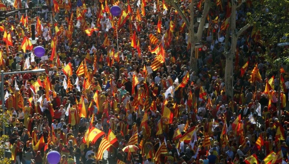 Miles de personas defienden la unidad de España en Barcelona
