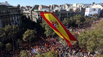 Miles de personas se concentran en el Paseo de Gracia de Barcelona
