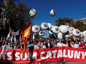 PP, Ciudadanos, PSC y miembros del PSOE, unidos en la manifestación de Barcelona