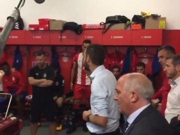 Pablo Machín se dirige a sus jugadores tras la victoria ante el Real Madrid