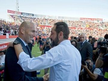 Pablo Machín saluda a Zidante antes del comienzo del partido