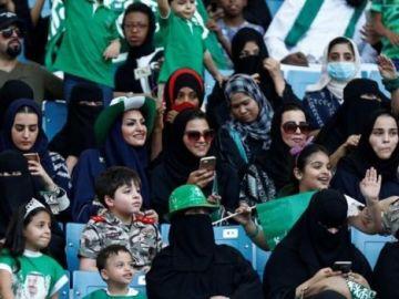 Mujeres de Arabia Saudí en un estadio