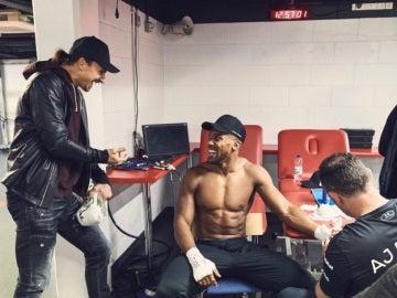 Anthony Joshua conversa con Ibrahimovic