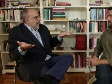 El director adjunto de 'La Vanguardia', Enric Juliana con Gonzo