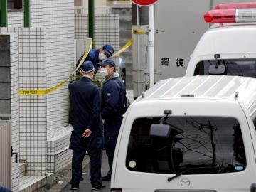 Investigadores policiales y policía forense japoneses