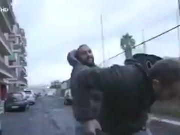 La brutal agresión del hermano de un capo mafioso a un periodista que le entrevistaba en Roma