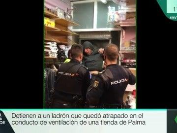 Ladrón atrapado en un conducto de ventilación