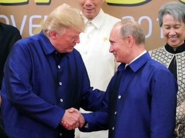 Saludo de Trump y Putin en Vietnam