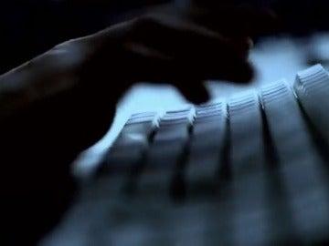 Imagen de una mano tecleando