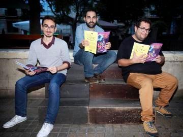 Sus tres creadores: dos profesores y un ilustrador de Elche,Víctor Aroca , Pedro Ortega y Pablo Fernández