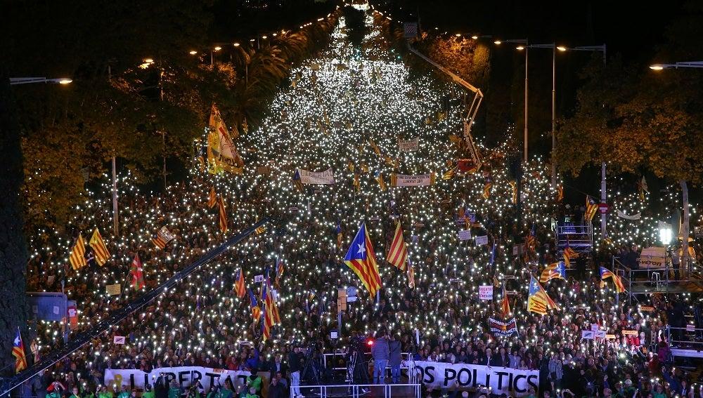 Multitudinaria Manifestacion En Barcelona