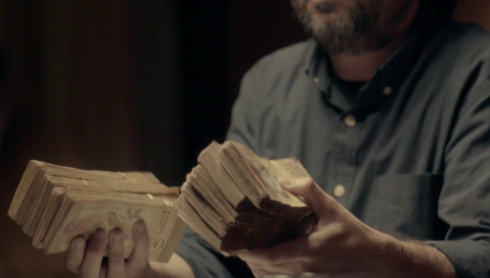 Jordi Évole con billetes