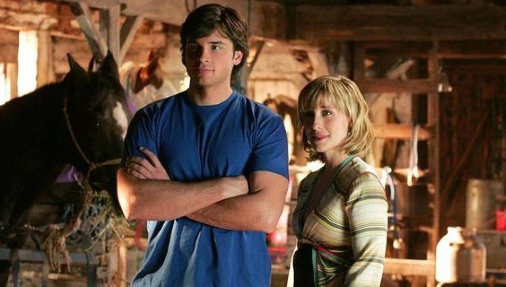 Detienen A La Actriz De Smallville Allison Mack Por Tráfico Sexual De Mujeres Para Una Secta