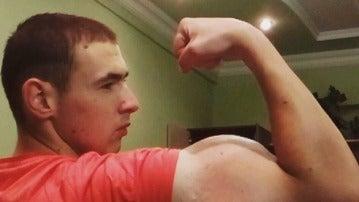 Kirill Tereshin enseña su gran bíceps