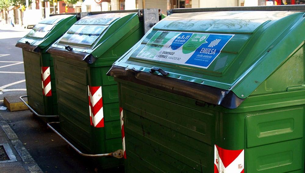 Contenedores de basura en una calle de Gijón