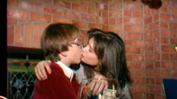 Los besos de Demi Moore a un adolescente de 15 años encienden las redes sociales
