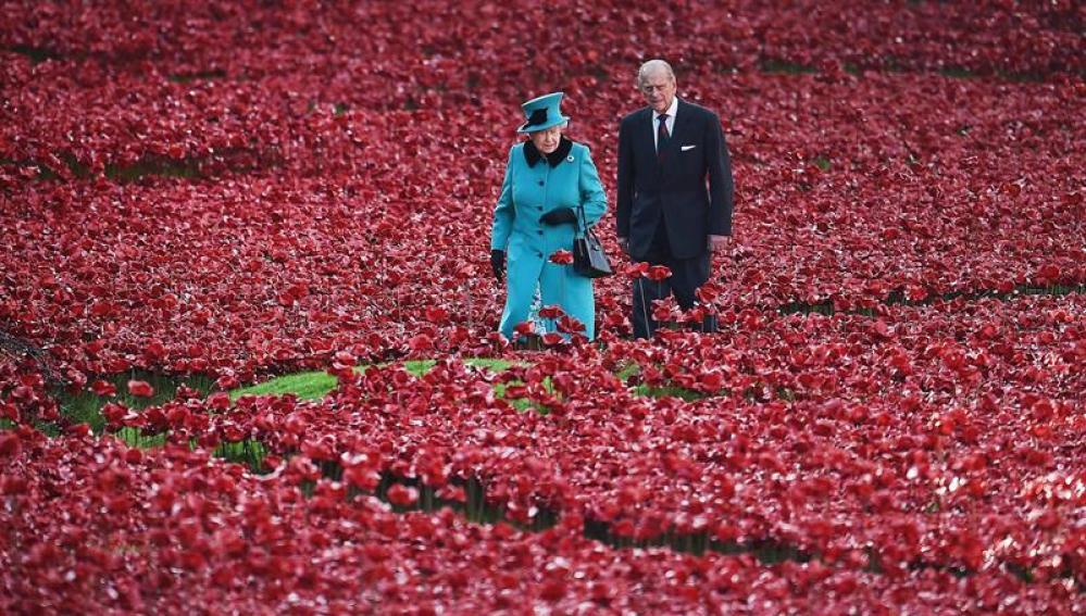 Foto de archivo de la reina Isabel II y del príncipe Felipe, duque de Edimburgo