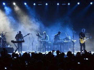 La banda británica Massive Attack durante una actuación