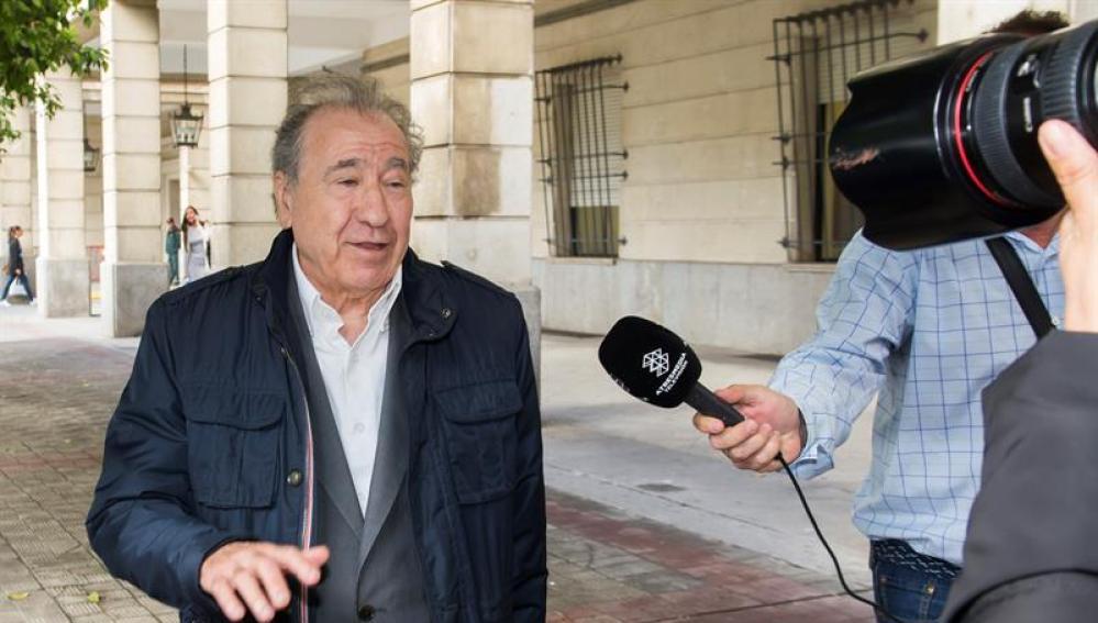 El empresario Manuel Muñoz Medina a la salida de los juzgados