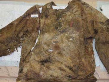 La camisa que llevaba la víctima en el momento del ataque
