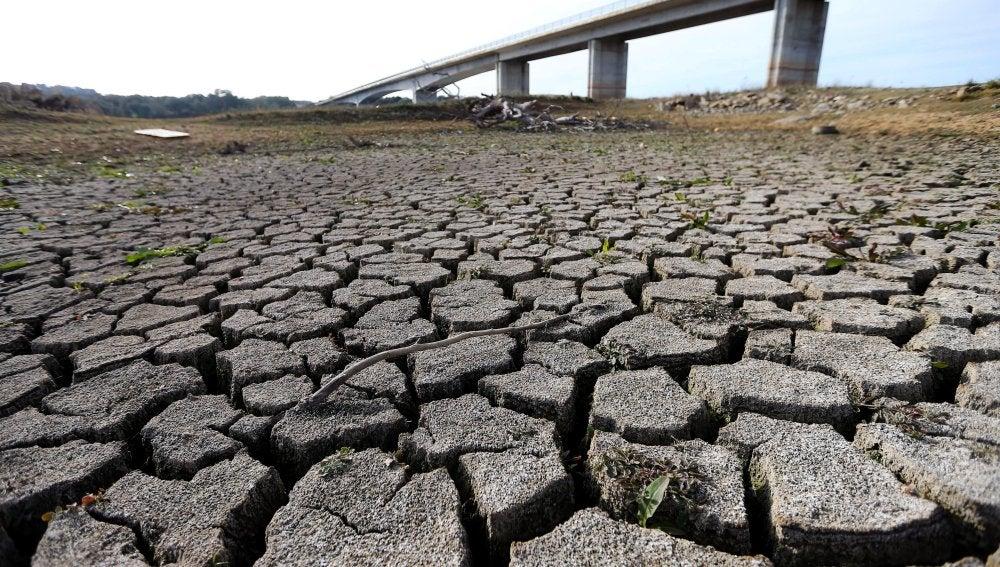 Vista del lecho seco de un río
