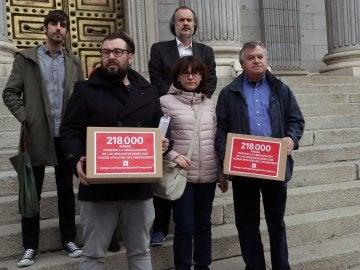 La ARMH presenta firmas para ilegalizar la Fundación Franco