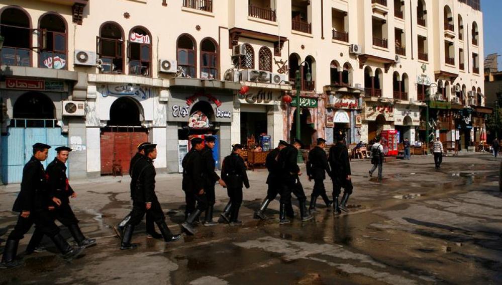 Fuerzas de seguridad patrullan en El Cairo, en Egipto