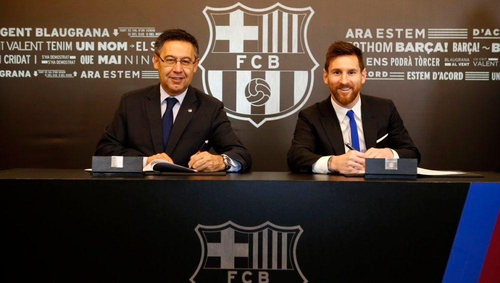 Bartomeu y Messi, en la firma del nuevo contrato del argentino
