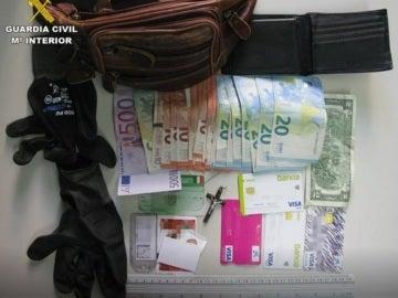 Material incautado al hombre detenido en Alicante