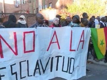 Protesta frente a la embajada libia contra la esclavitud de subsaharianos