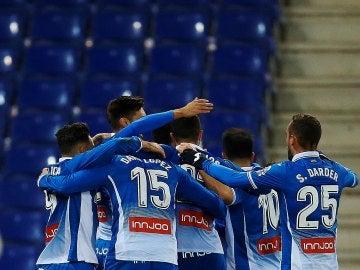 Los jugadores del Espanyol celebran el gol de Gerard Moreno
