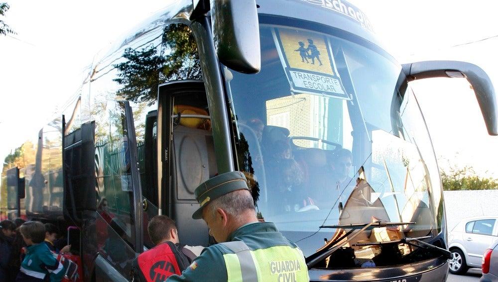 Resultado de imagen de El conductor de un autobús con 29 niños da positivo en cocaína en Béjar (Salamanca)