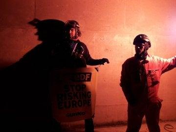 Activistas de Greenpeace en la central nuclear de Cruas-Meysse, al sur de Francia