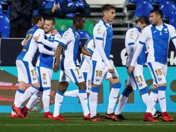 Los jugadores del Leganés celebran el gol de Tito frente al Valladolid