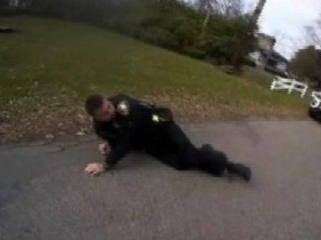 Un policía dispara accidentalmente a su compañero con una pistola eléctrica durante una detención en Estados Unidos